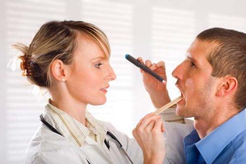 Диагностика языка у стоматолога