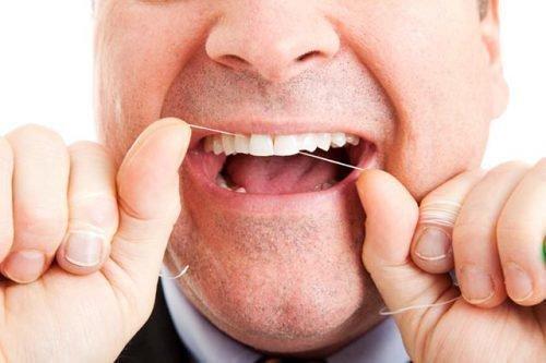 Чистка флоссом зубов