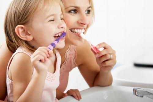 Чистка зубов с детства