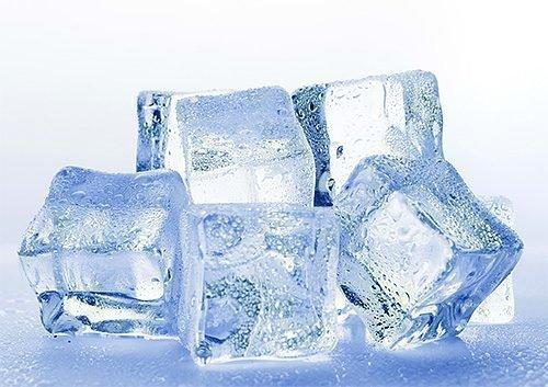 Лед при травме и укусах снимает отек языка