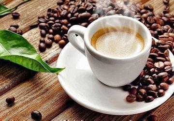 Кофе и шоколад окрашивает язык