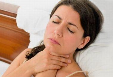 Воспаление горла вызывает сухость