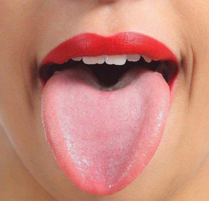 Здоровый язык у девушки