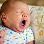 Зеленый налет на языке у ребенка, причины и лечение