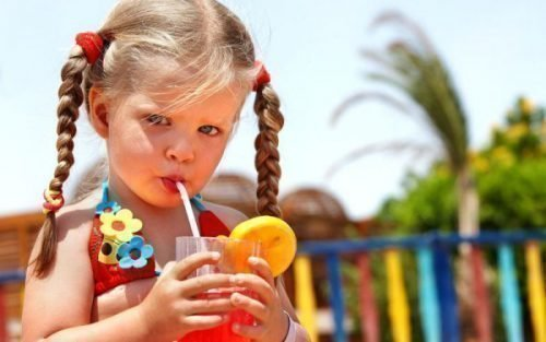 Окрашивание зубов соками и фруктами