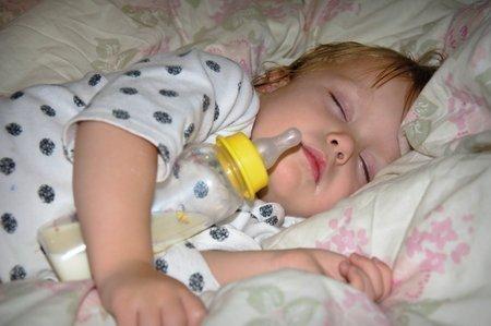Сон с бутылочкой опасен бутылочный кариес