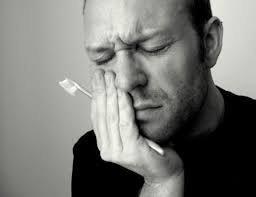 Гиперчувствительность зубов усложняет уход