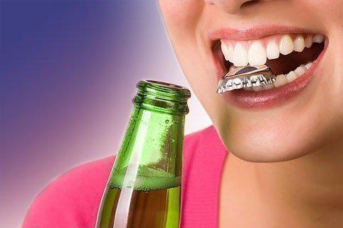 Механические повреждения эмали зубов