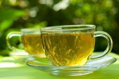 Зеленый чай укрепляет эмаль