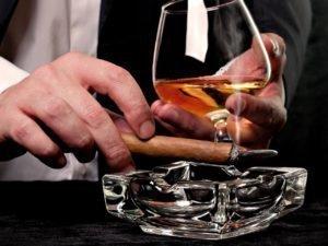 Алкоголь и курение вызывают горький привкус