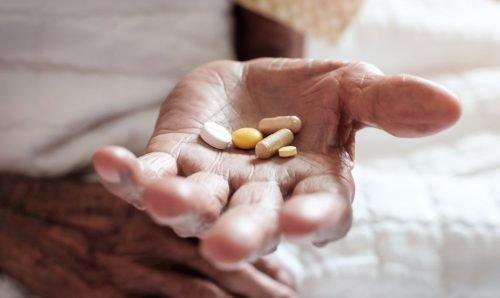 Прием лекарств влияет на эмаль