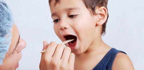 Запах у ребенка требует консультации врача