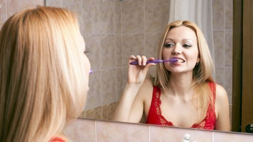 Утренний запах и чистка зубов