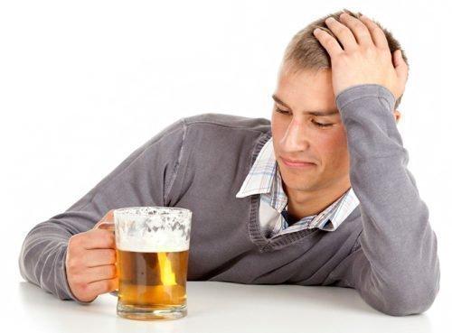 Причина кислого запаха - алкоголь