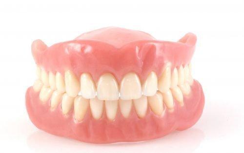 Протезы съемные зубные
